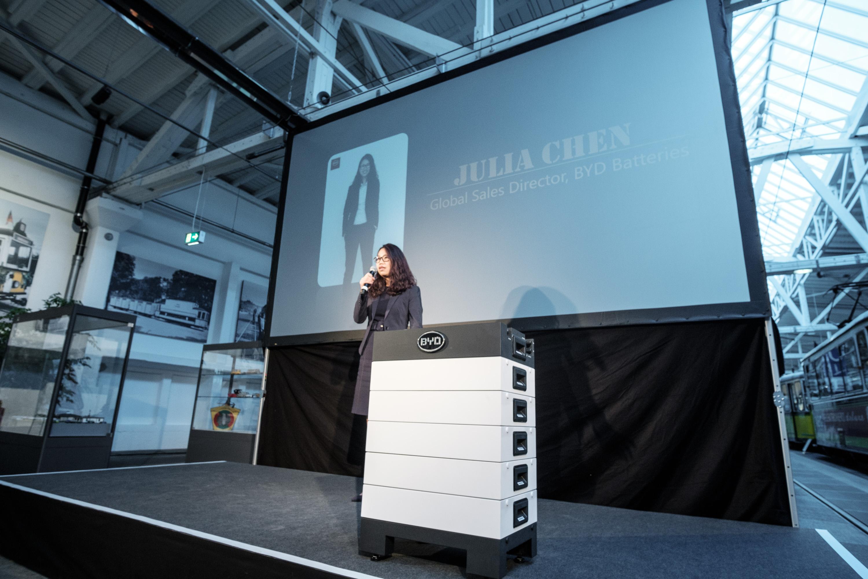 Julia Chen stellt die neue Battery-BoxHV von BYD vor
