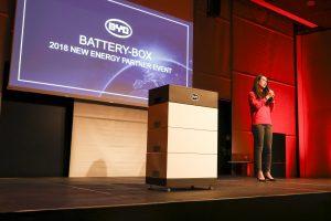 Julia Chen stellt die neue Battery-Box LV von BYD vor