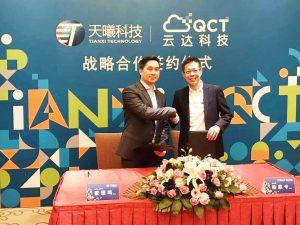 Chak Lee Meng, VP & CTO von TianXi, und Mike Yang, Präsident von QCT