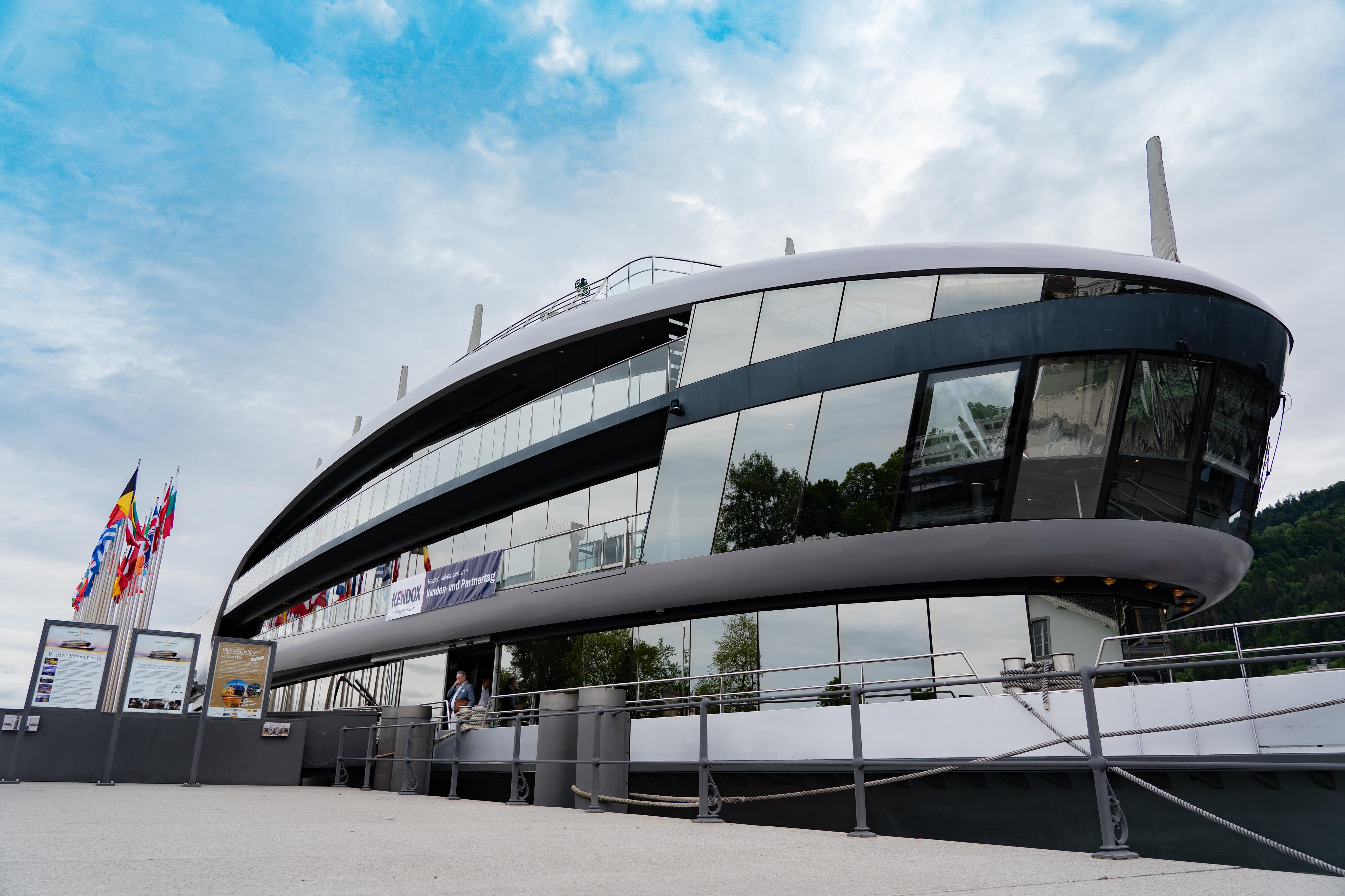 Der Kendox Kunden- und Partnertag fand auf dem Eventschiff MS Sonnenkönigin statt.